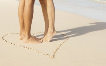 Voyage de noce sur la plage -couple