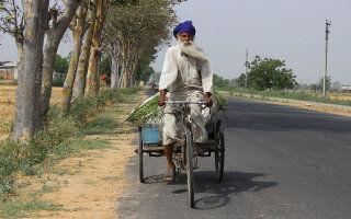 Voyage en inde - homme à vélo