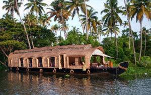 Maison bateau en Inde à Karela