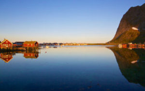 Soleil de minuit sur les îles Lofoten