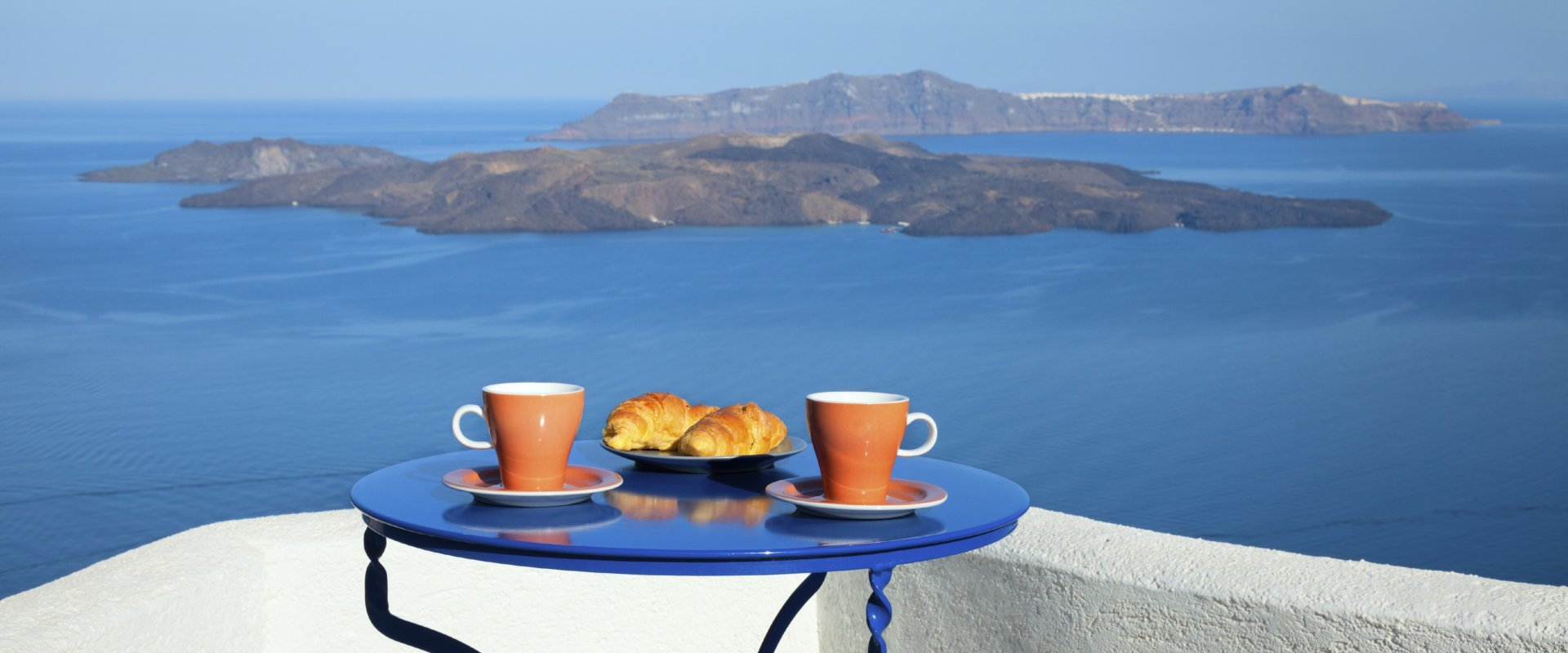 Breakfast with seaview and Caldera view.